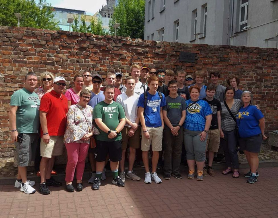 The+Trinity+group+at+one+of+the+few+remaining+pieces+of+the+Warsaw+ghetto+wall.