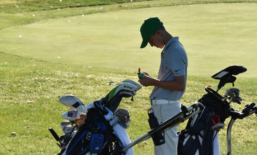 Golfers Aim for State by Racking Up Wins