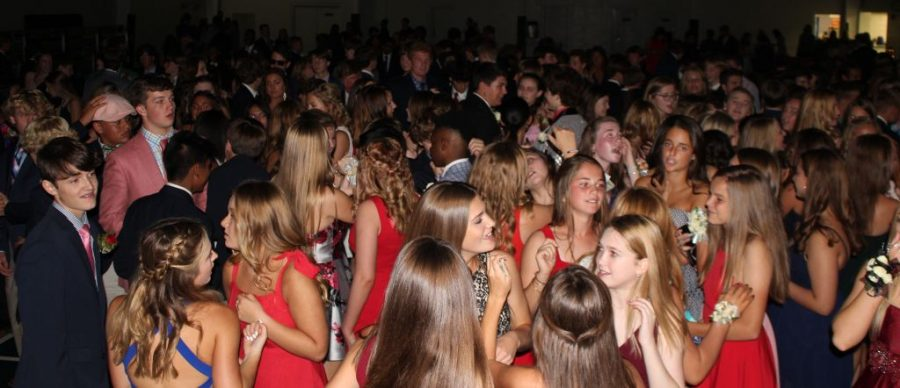 Nearly+300+students+attended+the+annual+Freshman+Dance%2C+held+Oct.+5+in+Shamrock+Hall.+
