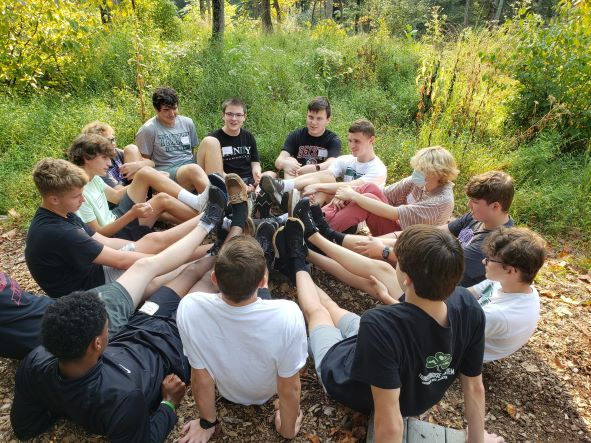 Sophomores Make Connections During Retreat